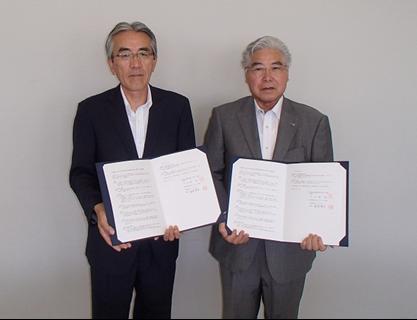 左:梅澤理事長 右:石関町長